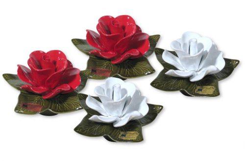 sokkel met witte en rode roos