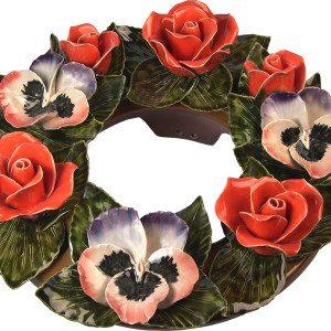 bloemenkrans met rozen en violen
