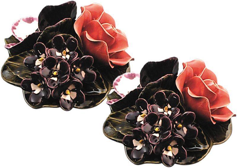 vaasdecoratie met boeket van roos en violen majolica