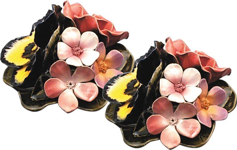 vaasdecoratie met diverse bloemen van majolica