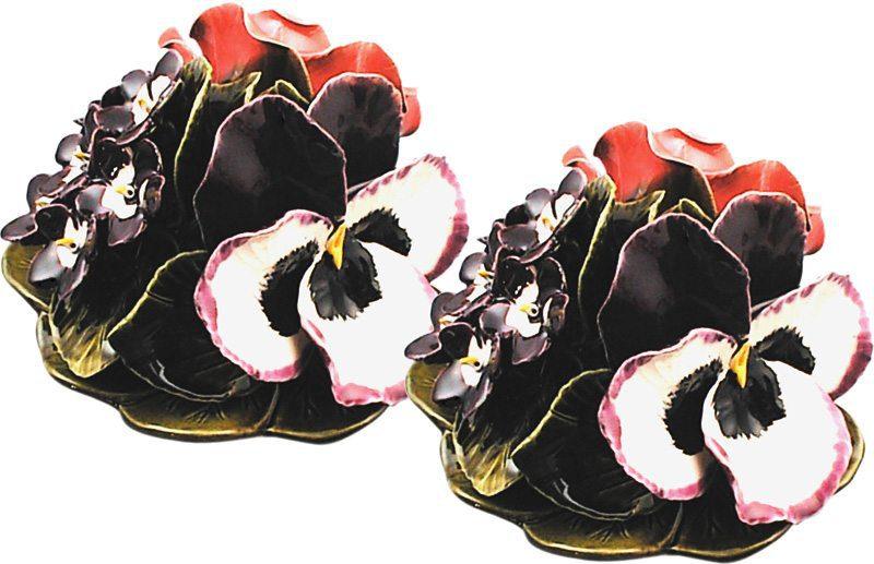 boeket met rozen en violen als vaasdecoratie majolica