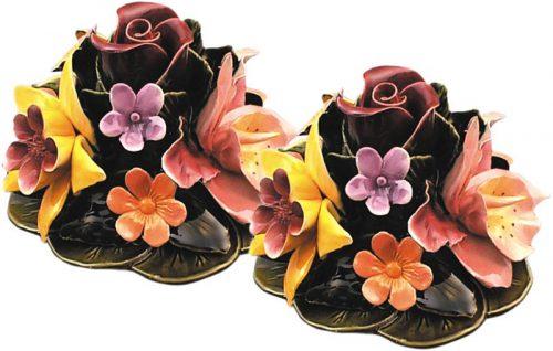 boeket met gekleurde tuinbloemen als vaasdecoratie majolica