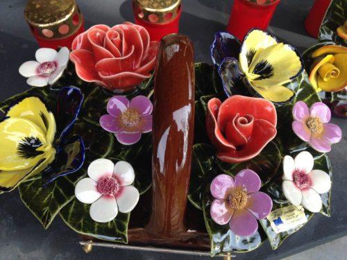135.046.34 Mandje met rozen violen en tuinbloemen 135.046.34
