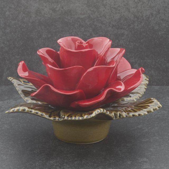 majolica bloemen van keramiek rode roos