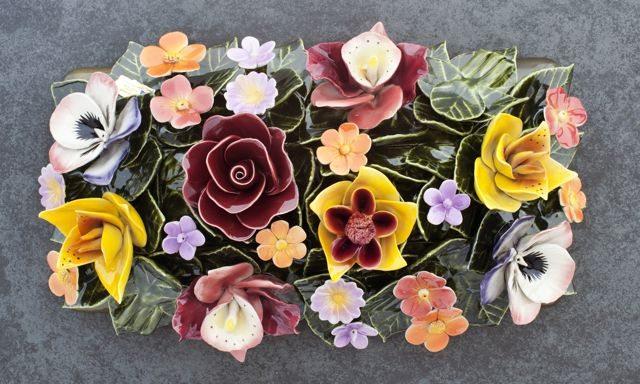 grafdecoratie bloemen van keramiek opzetstuk